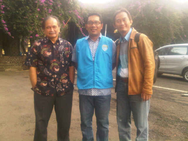 Ridwan Kamil & Me di Depan Kampus ITB